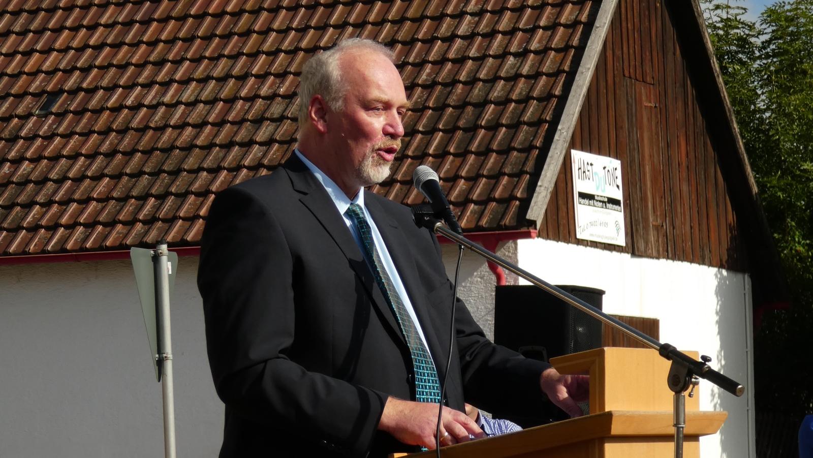 Bürgermeister Tjaden bei einer Ansprache