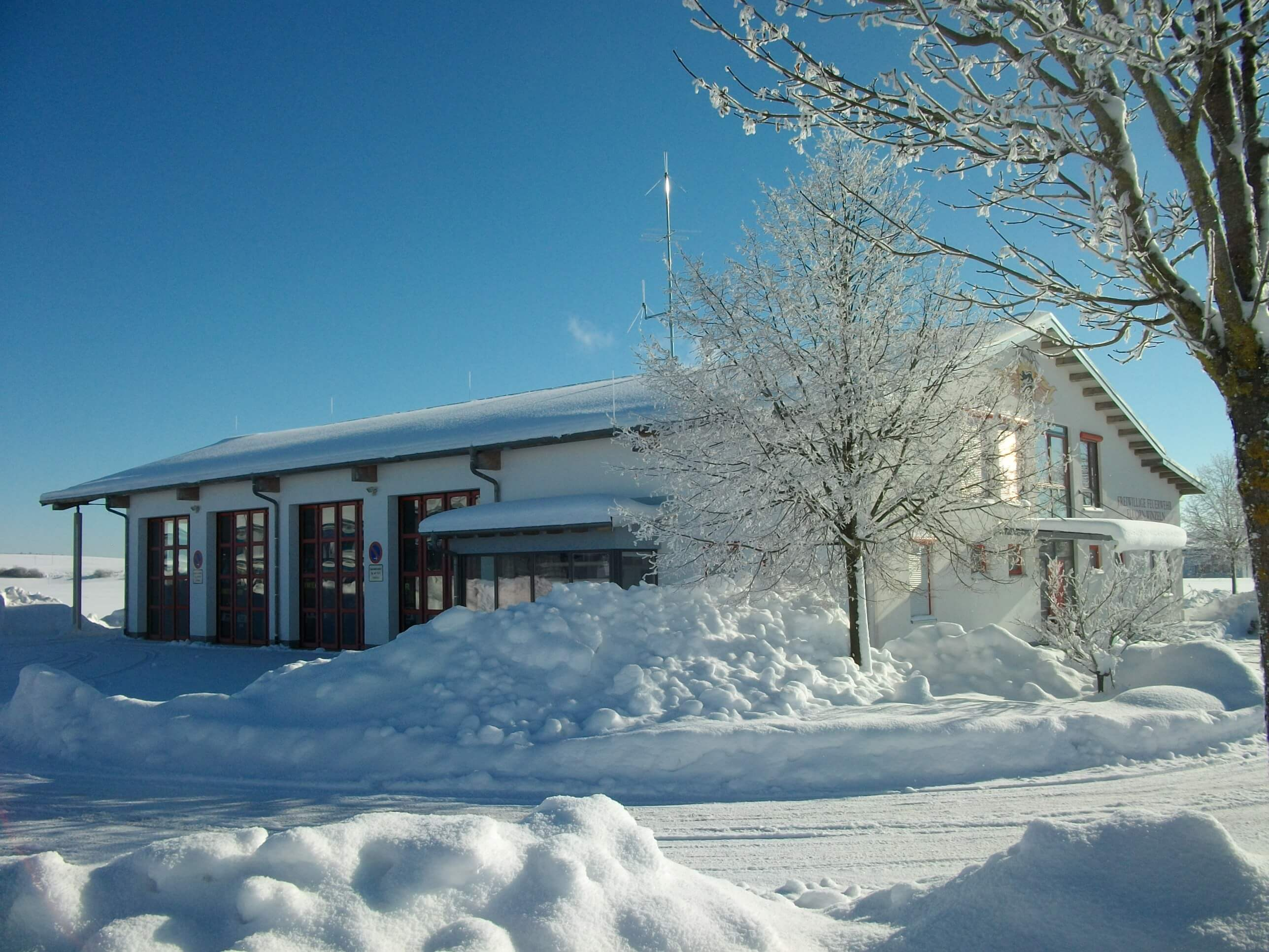Feuerwehrhaus im Winter