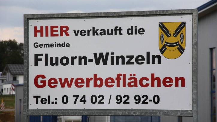 Bild eines Werbeschildes zum Verkauf von Gewerbeflächen