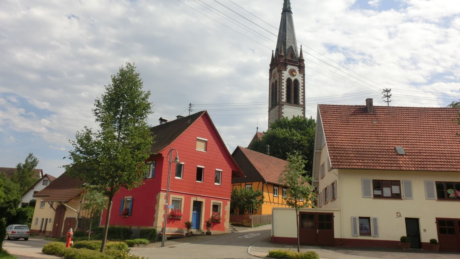 Bild auf schön renovierte Häuser im Ortskern Winzeln