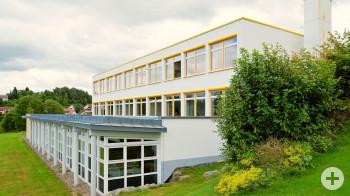 Bild der Grundschule Fluorn von außen