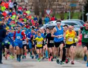 Läufer nach dem Start beim Silvesterlauf 2017