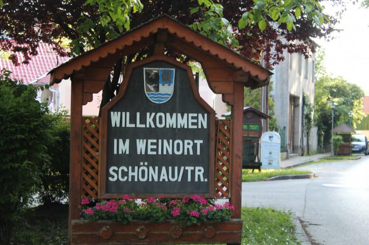 Ortstafel von Schönau